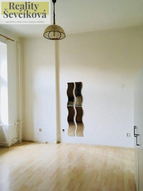 Pronájem 1+kk, 25 m2 – Smetanovo nábřeží