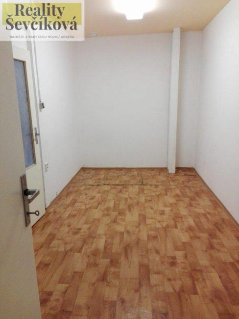 Pronájem obchodního prostoru v centru, 107 m2 – Dukelská třída