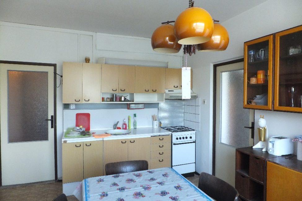 Pronájem zařízeného pokoje 12 m2 s komorou – tř. E. Beneše