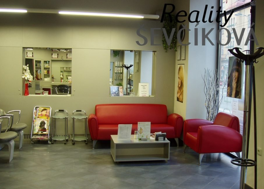 Pronájem obchodního prostoru, 85 m2 – Gočárova třída