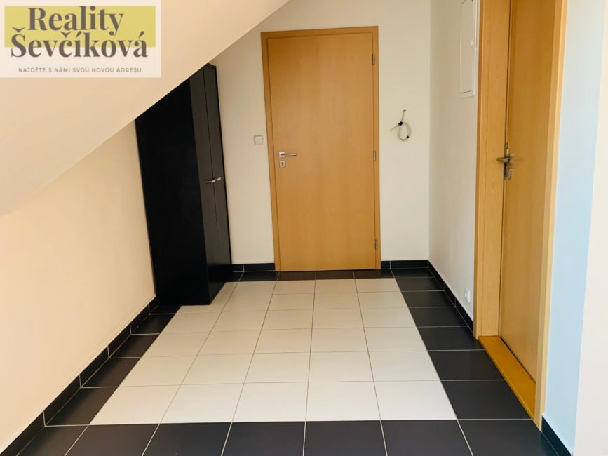 Pronájem 3+1, 75 m2 – Machkova
