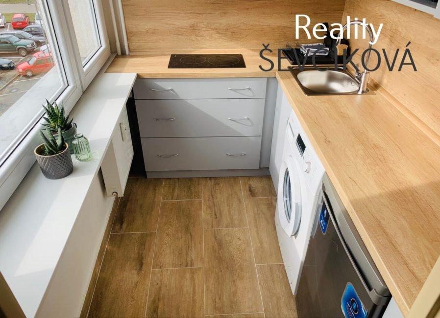 Pronájem nadstandardního, kompletně vybaveného 1+1, 28 m2 – Polní