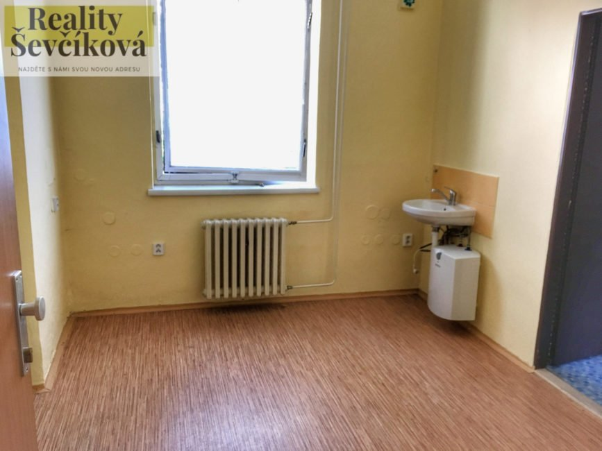 Pronájem administrativní budovy, 105 m2 – Gočárova třída