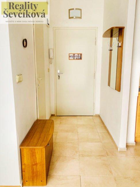 Pronájem 1+kk, 28 m2 – Nerudova