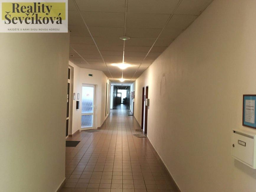 Pronájem kanceláře, 28 m2 – Podnikatelské centrum, ul. Bieblova