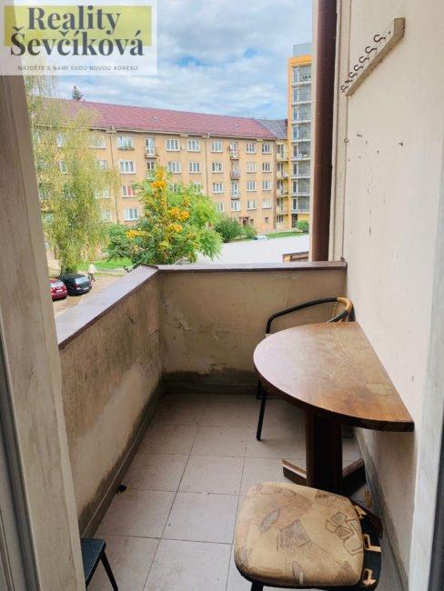Pronájem prostorného 4+1 s balkónem, 100 m2 – Průmyslová