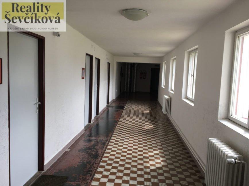 Pronájem dvou propojených kanceláří, 31 m2 – Podnikatelské centrum, ul. Bieblova
