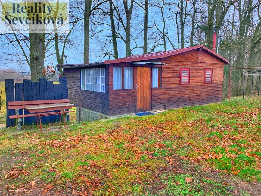 Prodej pěkné chaty 6 km od Hradce Králové – Krňovice