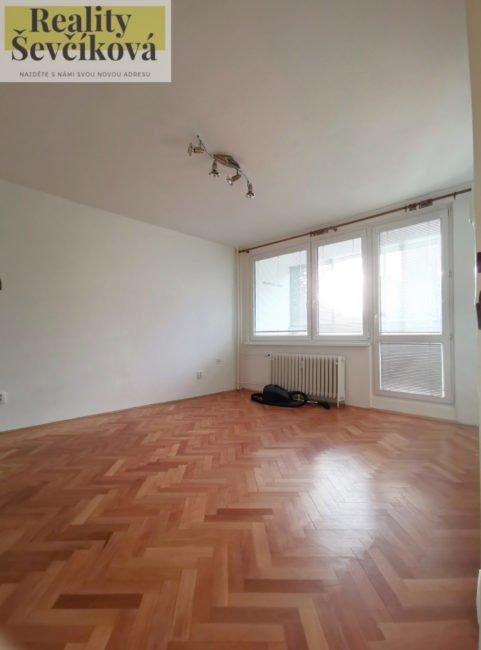 Pronájem 1+kk s lodžií, 35 m2 – Prodloužená, Pardubice