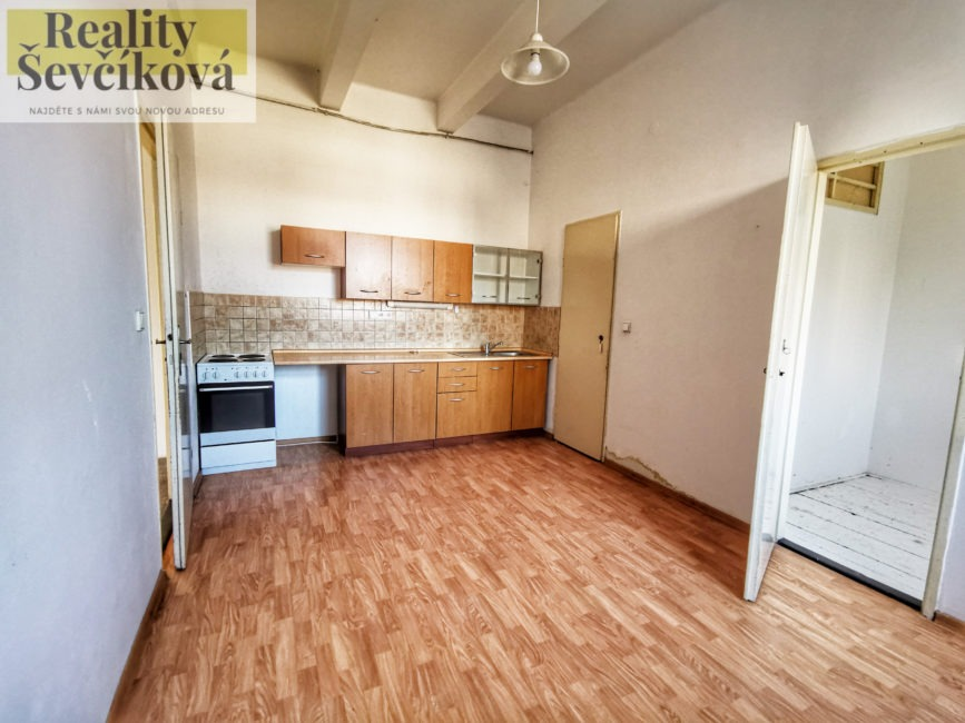 Pronájem prostorného 2+1 s balkónem, 80 m2 – Průmyslová