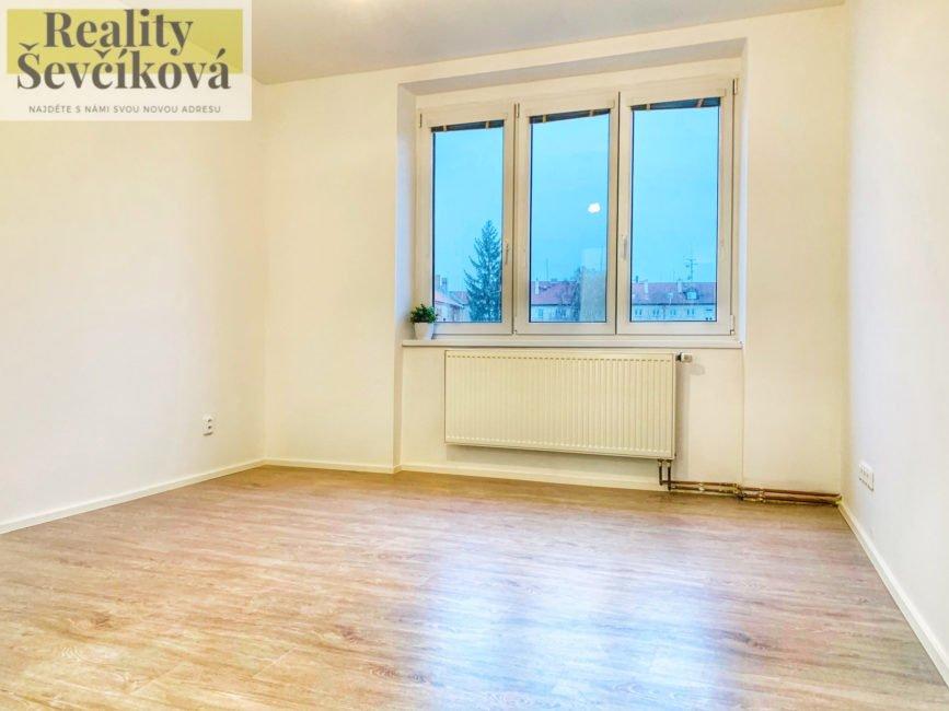 Prodej nadstandardního 3+kk s šatnou, balkónem a dvěma sklepy, 85 m2 – Čáslav