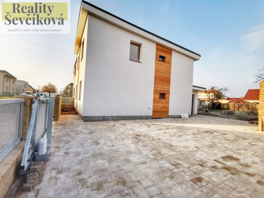 Prodej výjimečného rodinného domu 5+kk, 650 m2 – Maxe Malého