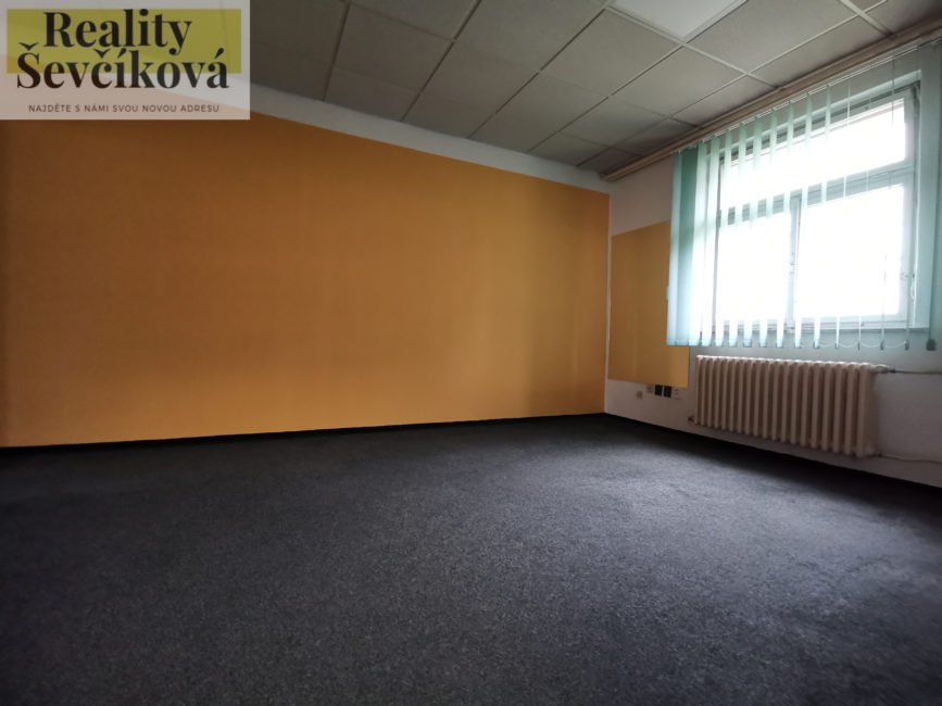Pronájem 4 propojených kanceláří v podnikatelském centru, 72 m2 – Bieblova