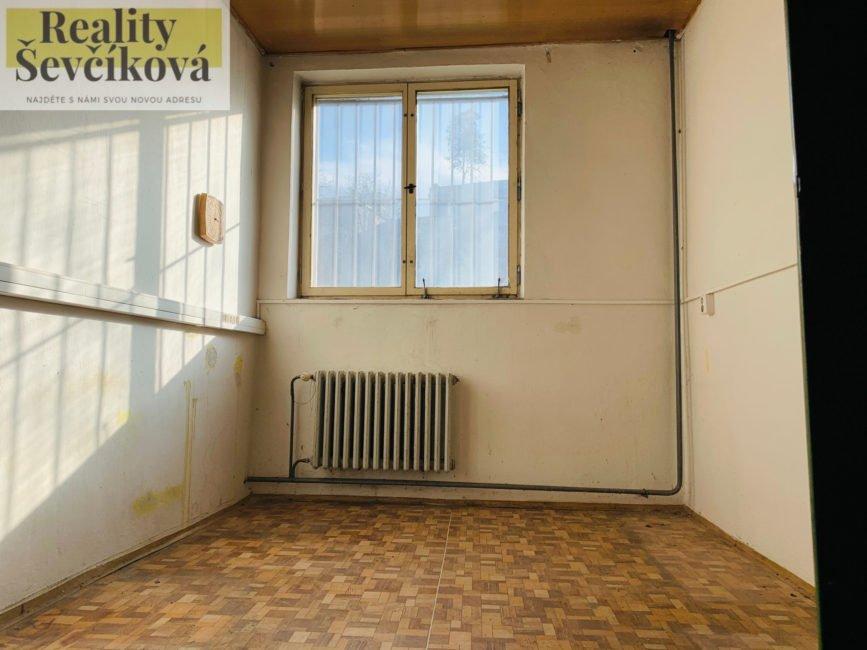 Pronájem nebytového prostoru/skladu v centru HK, 48 m2