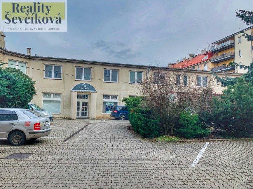 Pronájem vybaveného kadeřnického salónu, 53 m2 – Škroupova