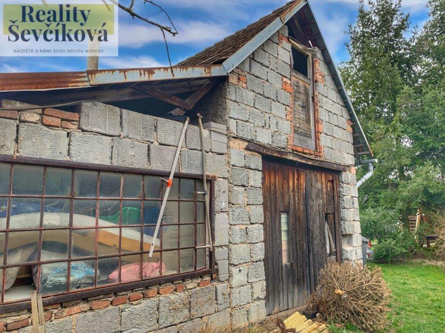 Prodej rozsáhlého domu s velkorysým pozemkem, 1 688 m2 – Staré Ždánice