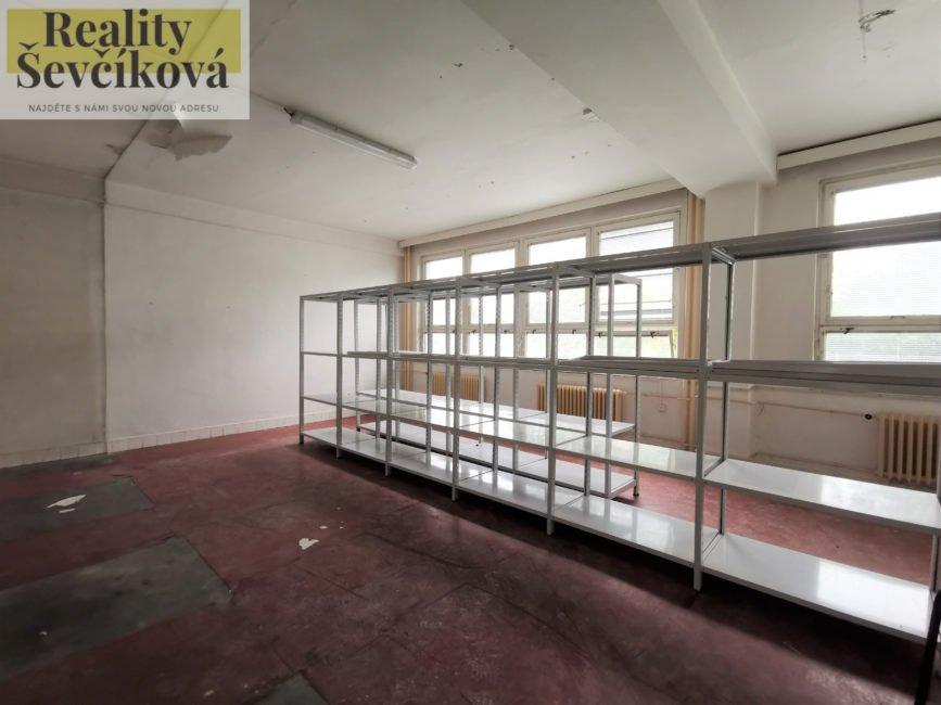 Pronájem skladového prostoru, 38 m2 – U Fotochemy
