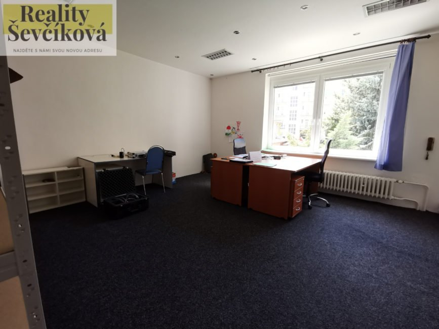 Pronájem kanceláře 28 m2 – Škroupova