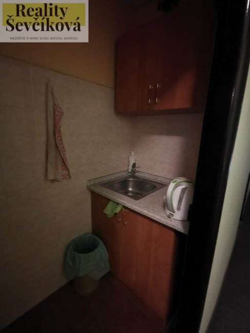 Pronájem dvou propojených kanceláří 45 m2 – Škroupova