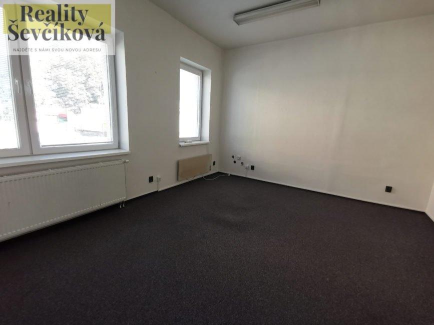 Pronájem dvou pěkných kanceláří, 39 m2 – Hořická