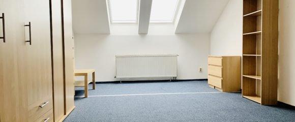 Pronájem prostorného 1+kk, 40 m2 – Eliščino nábřeží