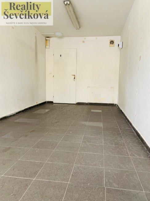 Pronájem obchodního prostoru v centru, 20 m2 – Dukelská třída