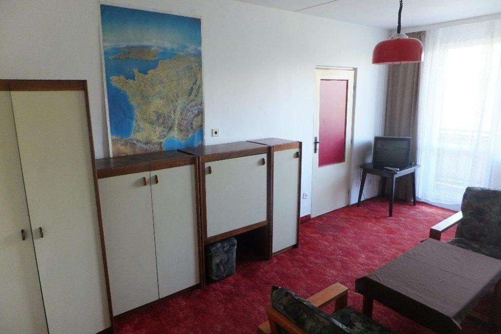 Pronájem zařízeného pokoje 20 m2 s lodžií – tř. E. Beneše