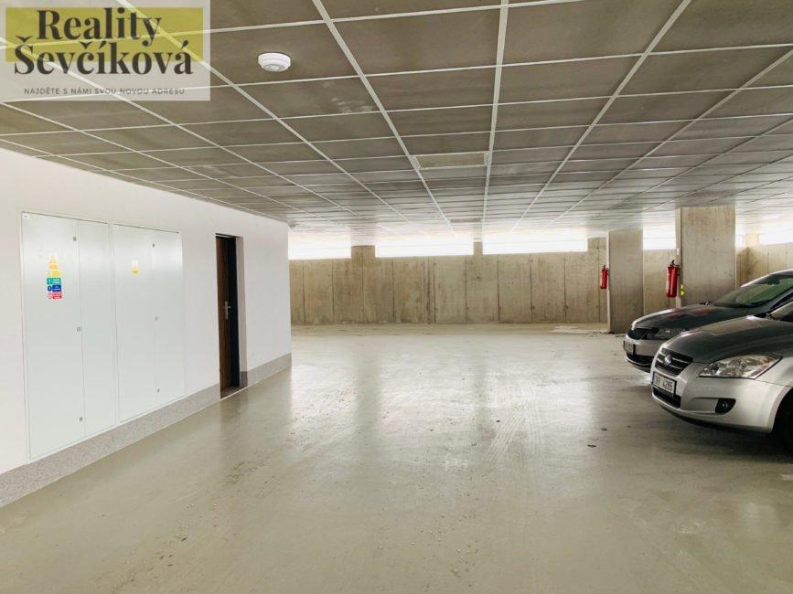 Pronájem novostavby 2+kk s lodžií, komorou a parkováním, 64 m2