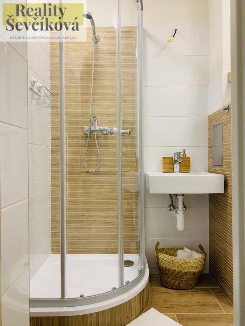 Prodej kompletně zařízeného 1+kk po rekonstrukci, 27 m2 – Polní